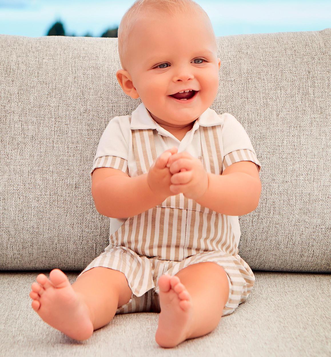 Salopette neonato corta in misto cotone con righine verticali per neonato  da 0 a 24 mesi 66507b6751b