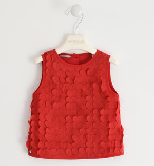Sleeveless shirt with applied hearts