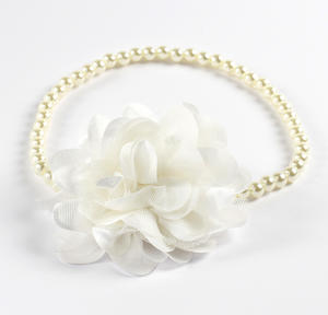 Pearl necklace with flower