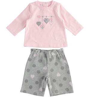 Outfit with t-shirt with hearts and cropped trousers PINK