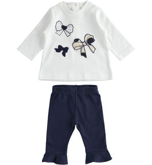 Outfit with t-shirt with bows and leggings with ruffles
