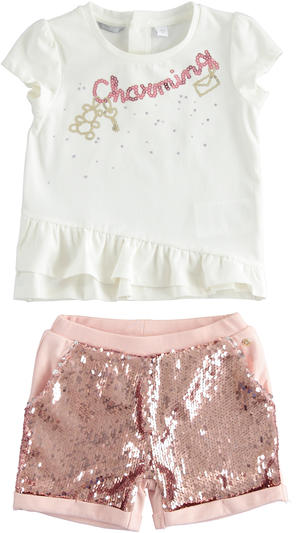 Outfit with t-shirt and shorts with sequins