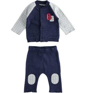 Two-piece suit for newborn boy with checked pattern